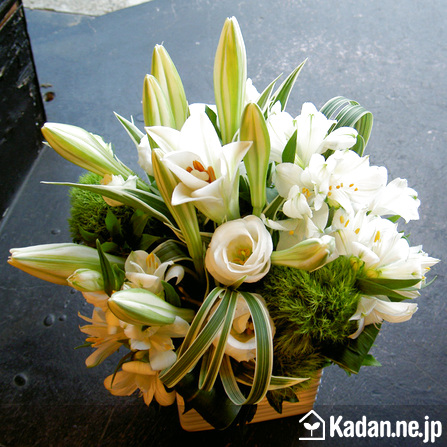 Florist's creation #31682 for Obon : Festival of the Souls by Kadan.ne.jp, the flower terminal of Japan.