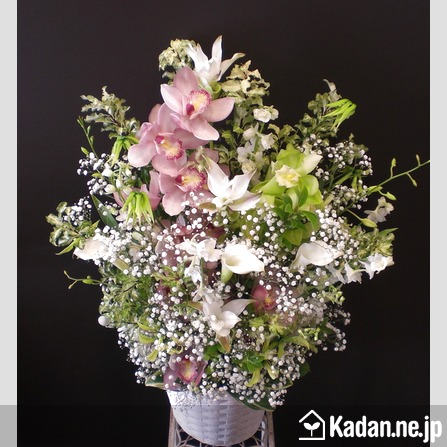 Florist's creation #37607 for For someone's Memory by Kadan.ne.jp, the flower terminal of Japan.