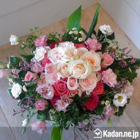 Florist's creation #37793 for Celebrate Moving by Kadan.ne.jp, the flower terminal of Japan.