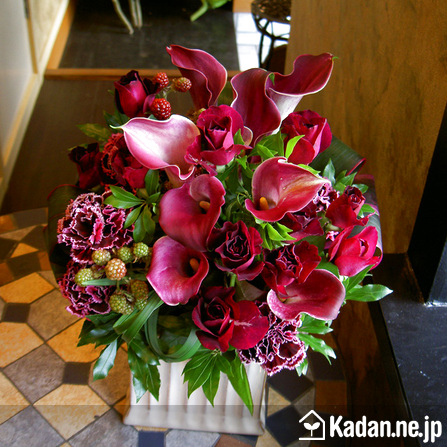 Florist's creation #37770 for Publication & Release by Kadan.ne.jp, the flower terminal of Japan.