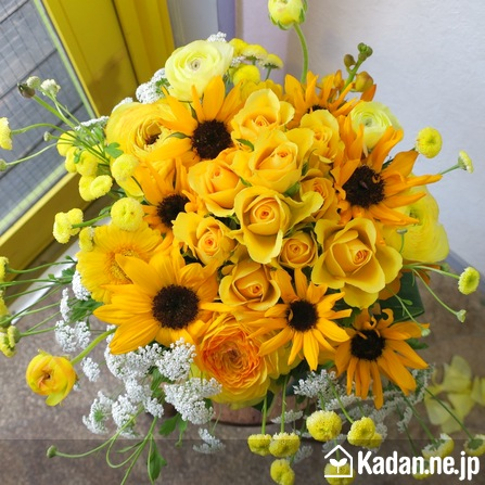 Florist's creation #69116 for Get Well Flowers by Kadan.ne.jp, the flower terminal of Japan.