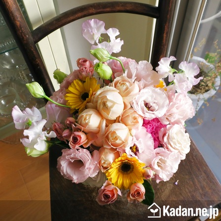 Florist's creation #70932 for Wedding Present by Kadan.ne.jp, the flower terminal of Japan.