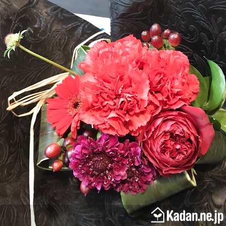 Florist's creation #71636 for Mother's Day by Kadan.ne.jp, the flower terminal of Japan.