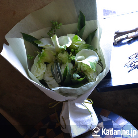 Florist's creation #71669 for Condolence by Kadan.ne.jp, the flower terminal of Japan.