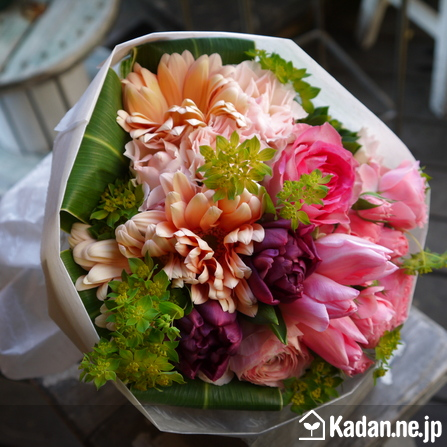 Florist's creation #72608 for Condolence by Kadan.ne.jp, the flower terminal of Japan.