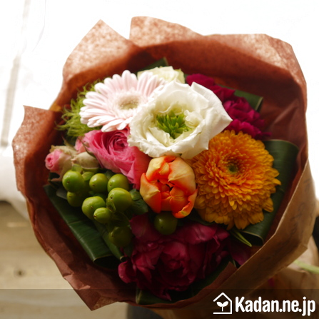 Florist's creation #72675 for Anniversary of Marriage by Kadan.ne.jp, the flower terminal of Japan.